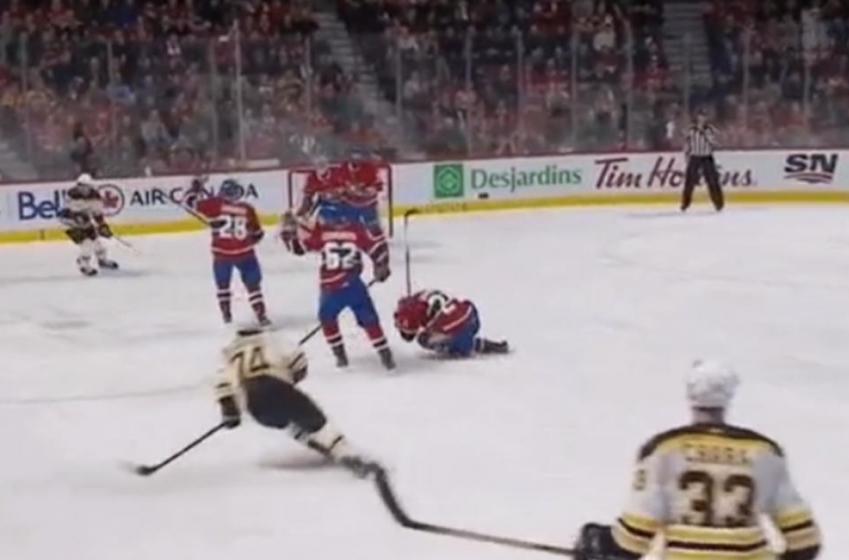 DERNIÈRE HEURE : Danault s'effondre sur la glace et quitte le match en civière!