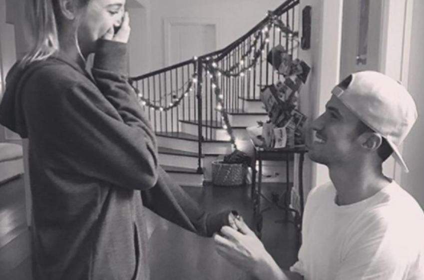 Un capitaine de la LNH demande sa copine en mariage à Noël!