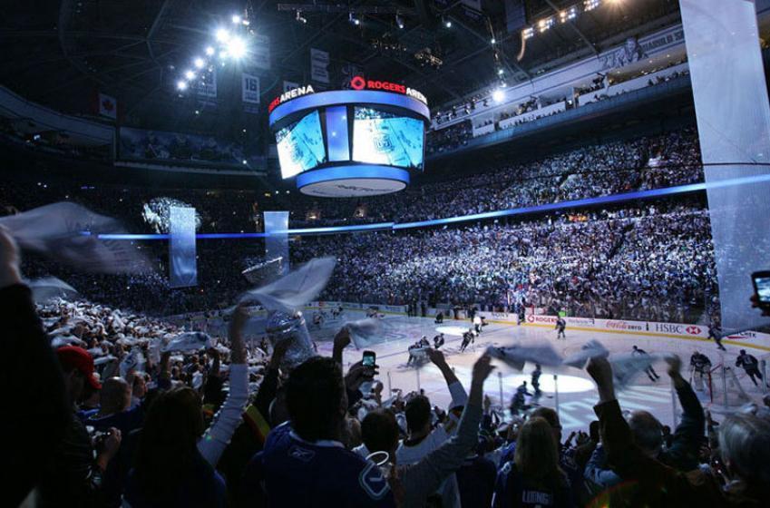 Scène totalement inattendue lors du match Canadiens - Canucks!